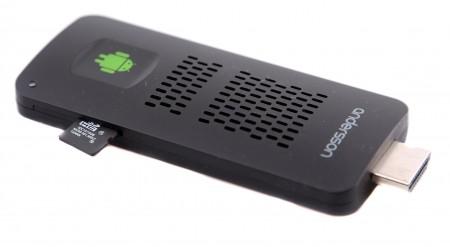 Det finns en kortplats för micro-SD-kort där man också kan mata spelaren med egen underhållning.