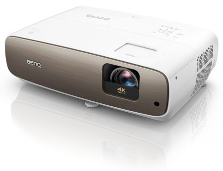 BenQ W2700 är en DLP-projektor som klarar UHD-upplösning med ett imponerande svärtedjup.