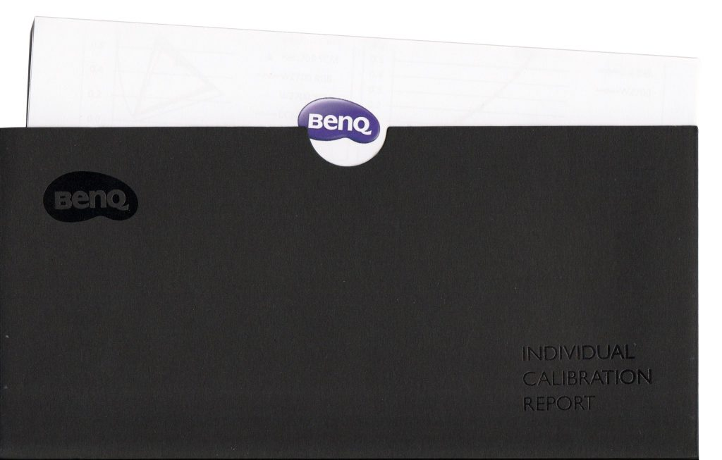 BenQ har fabrikskalibrerat W2700 och skickar med ett kalibreringsprotokoll i ett exklusivt kuvert.
