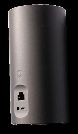 Micro-USB för strömförsörjning, Ethernet och wifi för nätanslutning och en ljudanslutning för att koppla till externt ljud. Ljudanslutningen används även vid första aktiveringen för att få igång wifi och internet-anslutning.
