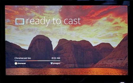 När Chromecast inte tar emot några strömmar sänder den själv ett bildspel till tv:n.