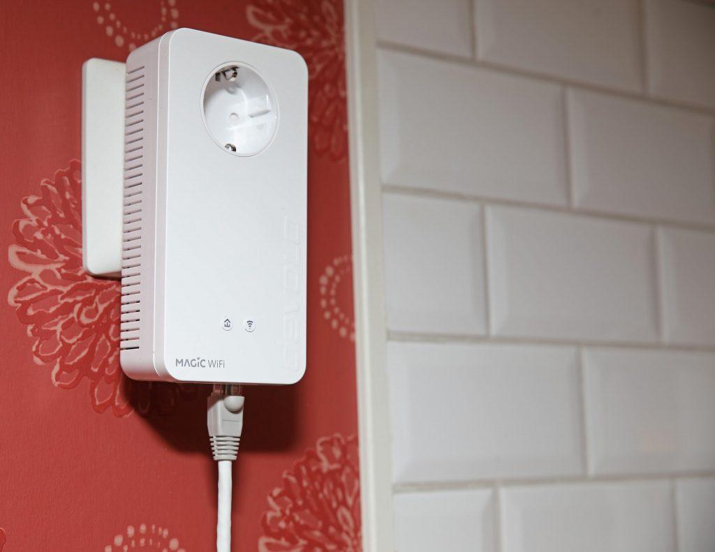 Smart kombination! Nätverksförbindelsen meshas via elnät och/eller WiFi till adaptern som i sin tur sprider den vidare via WiFi eller Ethernet. Dubbla 1 Gbit/s anslutningar och WiFi på upp till 867 Mbit/s utlovas även på platser som annars kan vara svåra att nå.