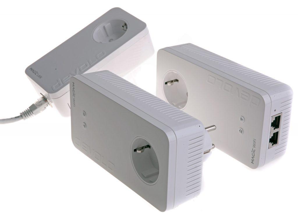 Ett multiroom-kit består av en masterenhet och två slavenheter. Mastern hämtar nätverksförbindelse via Ethernet och sänder den vidare till slavarna via elnätet med upp till 2 400 Mbit/s.
