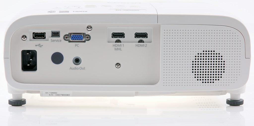 Dubbla hdmi-ingångar varav en med MHL-stöd. Men det finns även inbyggt wifi och Miracast för den som vill ansluta med mobilen trådlöst.