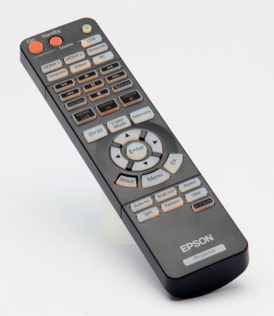 I projektorn och på fjärren funkar WirelessHD som en av flera olika anslutningsvägar.