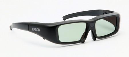 Ett par aktiva 3D-glas följer med. Behöver du fler kostar det 790 kronor paret.