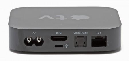 Apple TV:n fungerar som mottagare och gör om det strömmande medieinnehållet till något som kan skickas vidare via hdmi och den optiska ljudutgången.