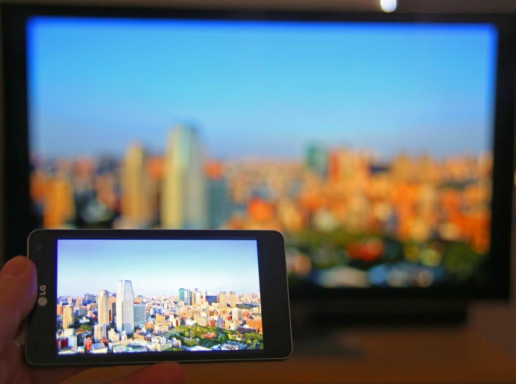 Med spegling igång visas allt på mobilens skärm även på teven.