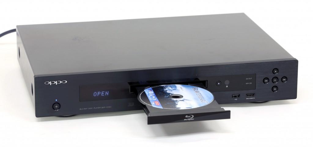 BDP-103EU är Oppos smarta Blu-ray-spelare som både kan agera mediespelare och ta emot strömmande medier via DLNA. Den har dessutom ett eget utbud med onlineinnehåll.