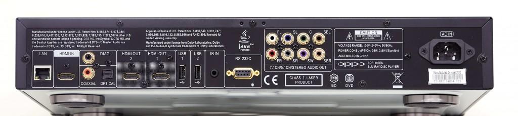 Även Oppo bjuder på dubbla hdmi in- och utgångar och baksidan avslöjar även det nära släktskapet med Cambridge Audios spelare.