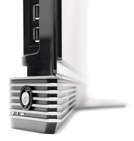 I botten på tv:n finns en 40 watts ljudlimpa med ett 2.2-kanalers surroundsystem från Harman/Kardon.