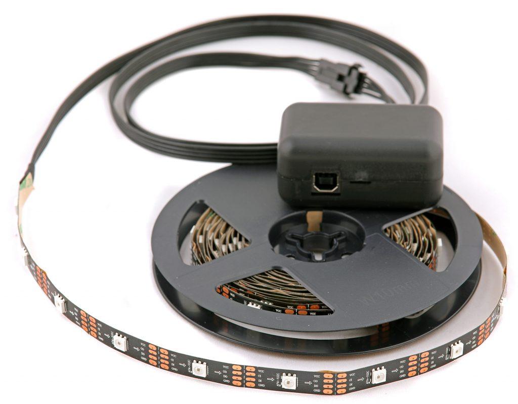 LED-slingan är 4 eller 5 meter lång och varje LED kan styras individuellt i färg och ljusstyrka.