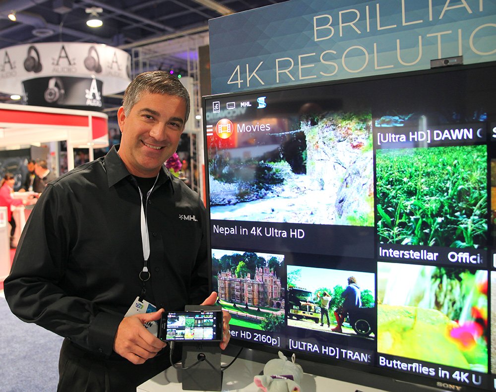 Torin Sixx på MHL visade även hur smidigt och enkelt det är att spela upp bilden från en mobiltelefon till en högupplöst tv via en MHL-adapter. Jodå, fixar bara telefonen 4K går det också att mata Ultra HD-tv:n med 4K-innehåll.