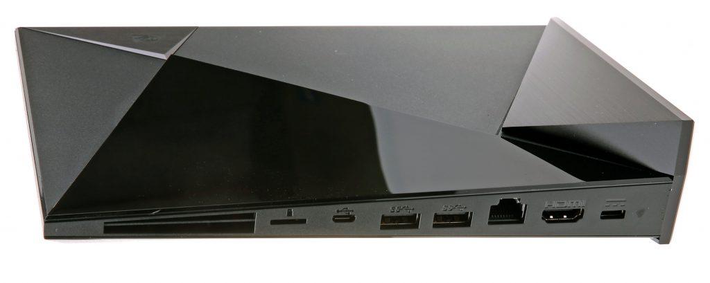 Alla anslutningar sitter på baksidan och består av microSD-kortplats, usb, Ethernet, hdmi och nätadapter.