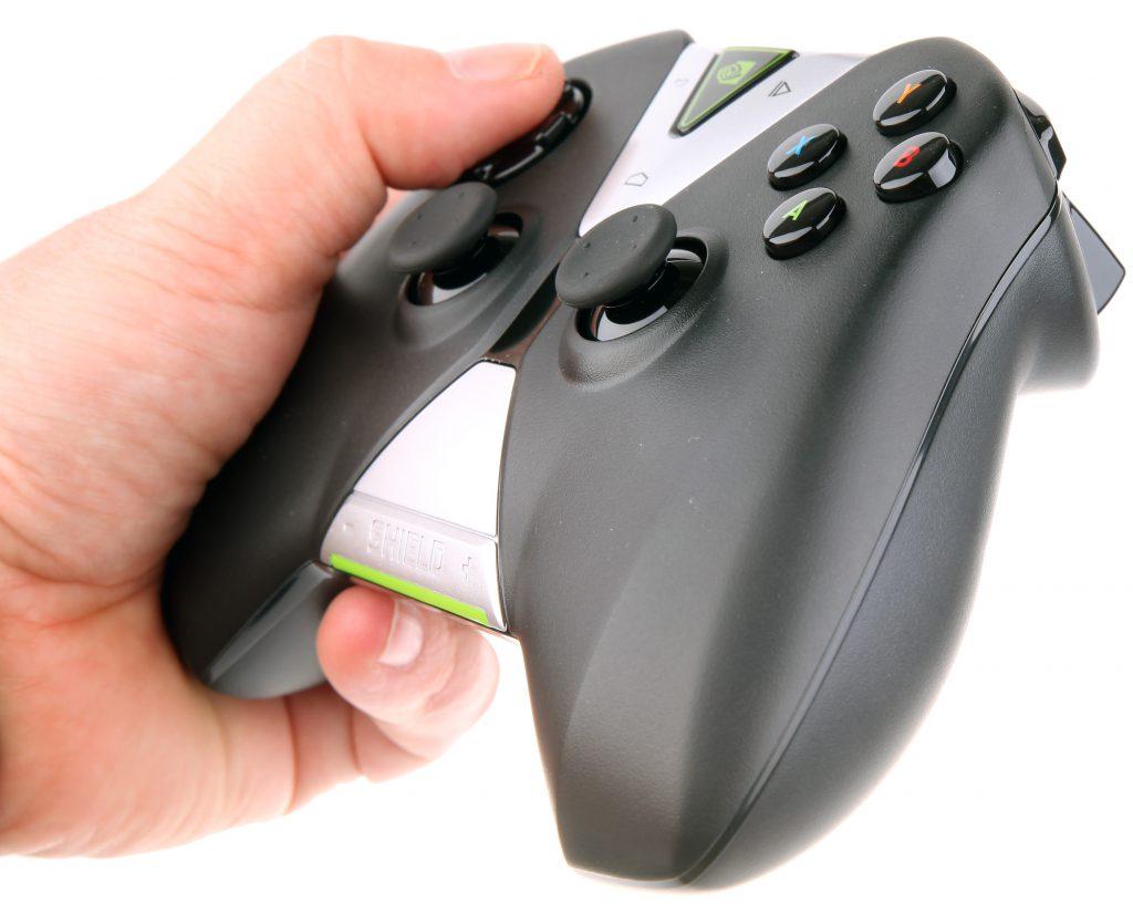 Du hittar även en rejäl spelkontroll i den exklusiva kartongen som Nvidia levererar Shield i.
