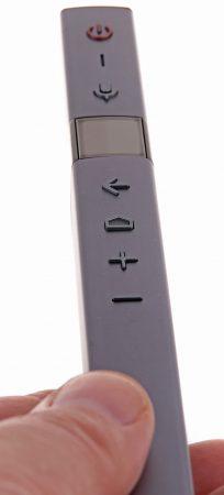 En trollstav? I biomörkret kanske den medföljande fjärrkontrollpinnen passar bättre med sin lilla pekplatta, sina Android-knappar och den inbyggda mikrofonen som gör att du kan röststyra åtminstone Android TV.