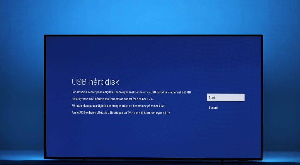 Om du ansluter en USB-lagringsenhet till någon av USB-portarna får du även möjlighet att spela in tv-program för senare visning och möjlighet att pausa i digitala sändningar. Praktiskt!