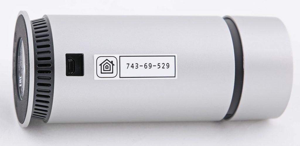 Omna 180 Cam kommunicerar bara trådlöst via wifi, och strömmatas via micro-USB.