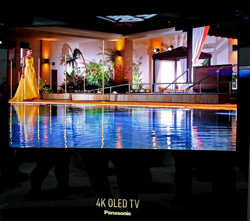 Även Panasonic visade en OLED-prototyp mot svart bakgrund för att den grymt djupa svärtan verkligen skulle framgå. Och bilden var verkligen enastående.