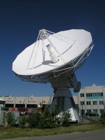Upplänk av satellitsändning. Foto: Neill Henderson, SES.