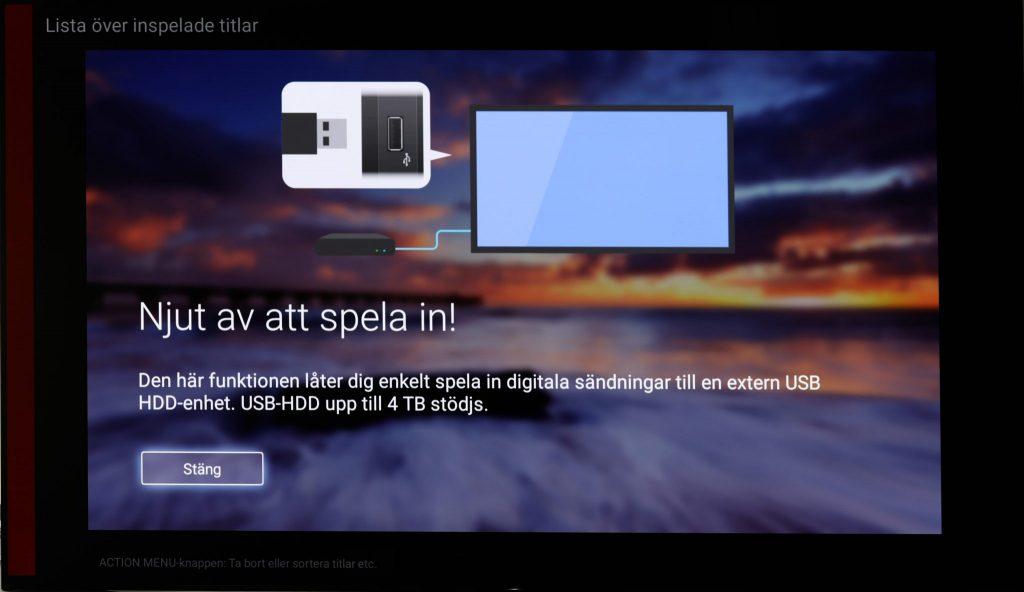 Anslut en USB-disk till en USB-port på teven så kan du spela in tv-sändningar från programguiden, göra manuella direktinspelningar och pausa i direktsändningar.