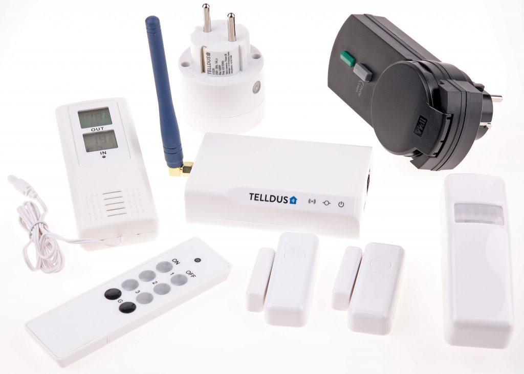 Telldus startpaket Telldus Monitor 433MHz bygger på Tellstick Net V2 och ger ett rejält startkit med såväl sensorer som fjärrströmbrytare för cirka 1 900 kr.