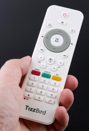 TizzBirds medföljande fjärrkontroll gör det enkelt att navigera i mediespelardelen.