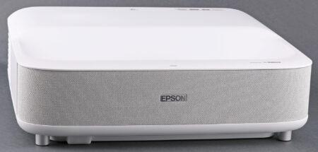 Epson LS300:s framsida, som egentligen är vänd bort från duken, innehåller ett par rejäla stereohögtalare på 2 x 20 watt.
