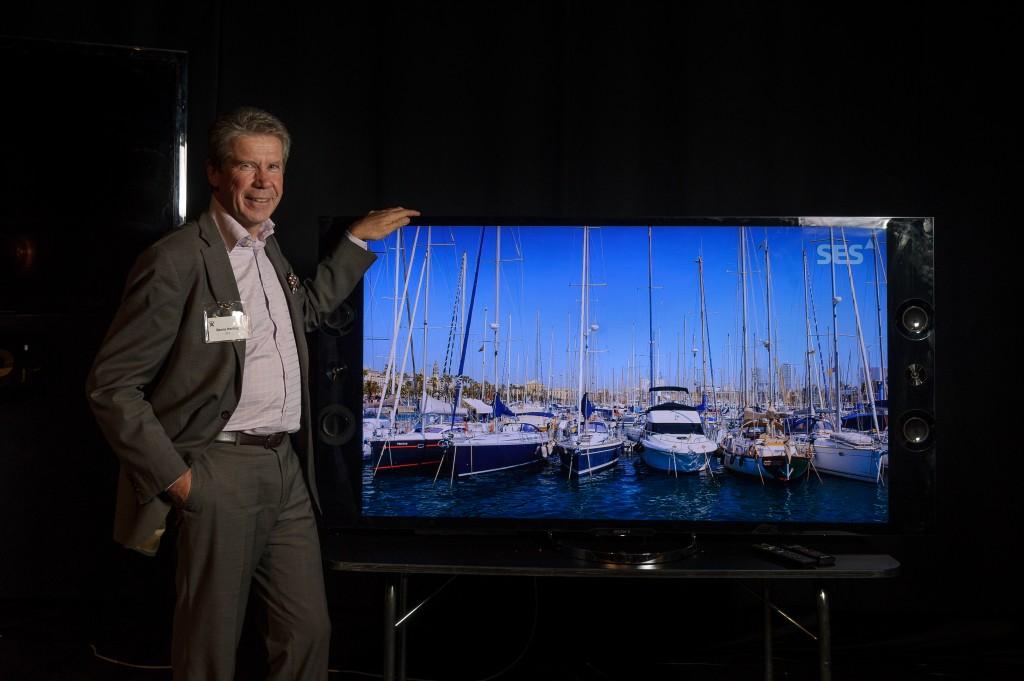 Benny Norling är Chef för Affärsutveckling på SES ASTRA AB och har redan varit med och genomfört en testsändning av Ultra-HD-tv via satellit. Berätta, hur gick det? - Jag demonstrerade den första live Ultra-HD sändningen i Sverige den 22 oktober i år. Det var på CANT-seminariet på Stockholmsmässan i Stockholm. Ultra-HD-signalen skickades via SES-satelliten på 19,2 E med HEVC-kodning. Det var vårt egna Ultra-HD-material som vi filmat i Spanien. Uppspelningen gjordes på en 65-tums Sony Ultra-HD-tv via en digitalmottagare från Technicolor (Thomson). Vad tyckte publiken? - Den var exalterad! Jag fick svara på så många frågor så jag blev hes. Alla ville ha detta nu. Ingen hade sett någon så imponerande tv-sändning. Man fick gå till cirka 20 cm avstånd innan man kunde se de enskilda pixlarna. Och det är ju även bättre pixlar vi talar om, inte bara fler. Med Ultra-HD får vi en djupkänsla som närmar sig 3D.  Hur stor bandbredd krävdes? Vi sänder vår Ultra-HD-testsignal med cirka 20 Mbit/s i HEVC. Med MPEG4 hade vi behövt minst 60-70 Mbit/s. Men det kommer inte att bli några Ultra-HD-sändningar i MPEG4. Via satellit har vi bandbredd att fixa detta mycket effektivt, även på Astra 4A som används för Skandinavien. Vad tror du om Ultra-HD-formatet? - För video ser det nu ut som att man enats om 10-bitars bilddjup och 50-60 Hz bildfrekvens - det blir en bra lösning. Högre bildfrekvens har diskuterats (100-120 Hz), men innebär troligen att tv:ns effektförbrukning blir för hög. Vad gäller ljudet i Ultra-HD blir det till en början samma 5.1-format som nu, men både Dolby och DTS jobbar med att ta fram objektbaserad audio. Vad det egentligen innebär är för tidigt att säga, men vi kan nog räkna med en förbättrad höjd- och djup-upplevelse.