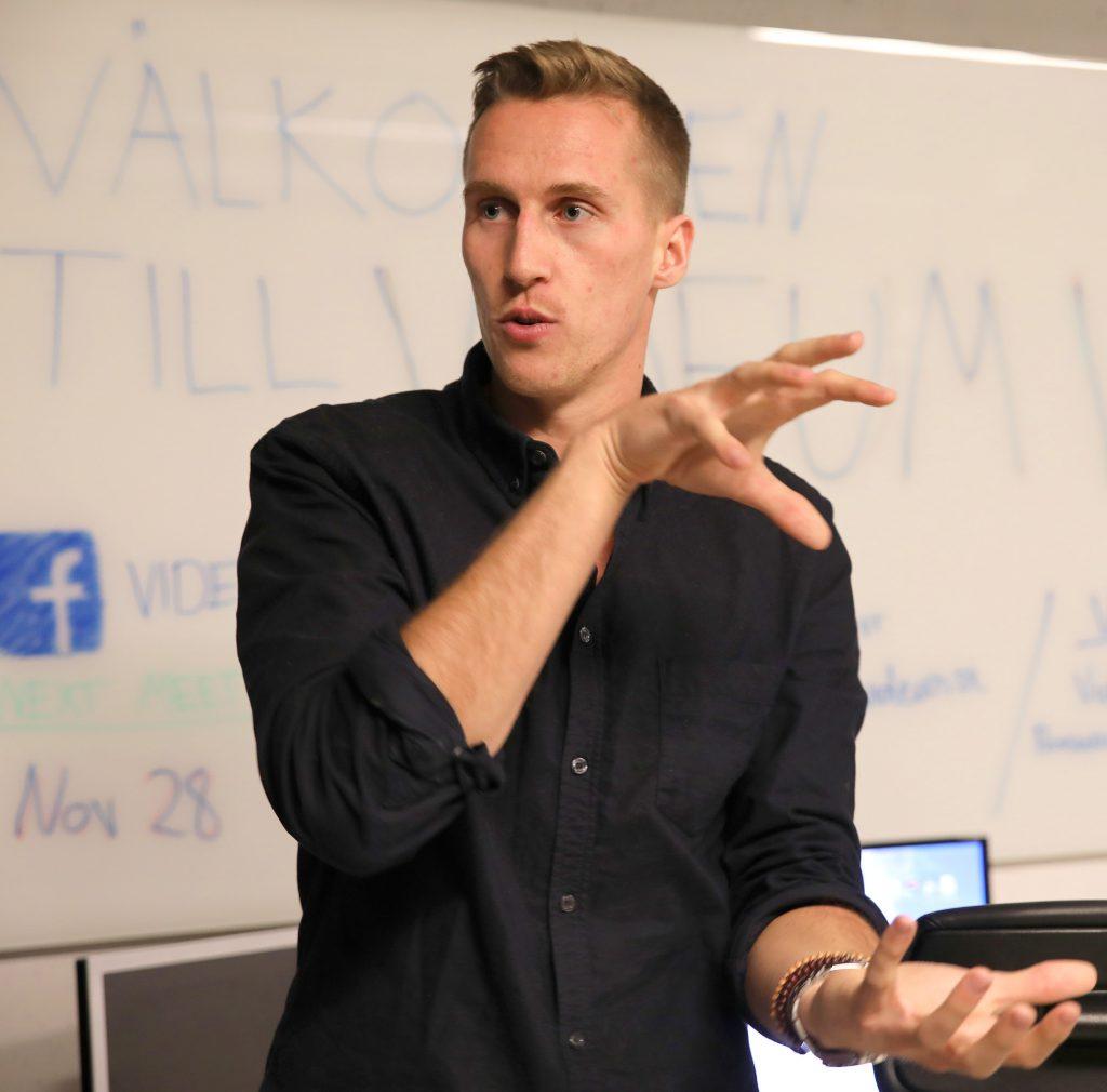 Joel Ahlby är projektledare på Videum VR och jobbar bland annat med att locka folk på event och demonstrationer för att öka kunskapen om tekniken. Joel har tidigare jobbat med 360-film och 360-fotografering.