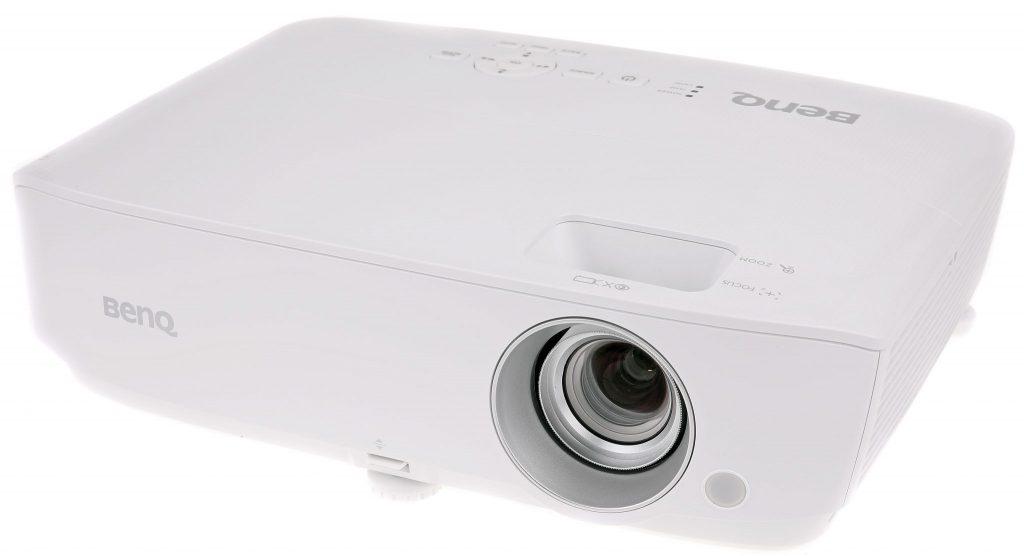 Benq W1050 är en liten och smidig projektor till ett förvånansvärt lågt pris.