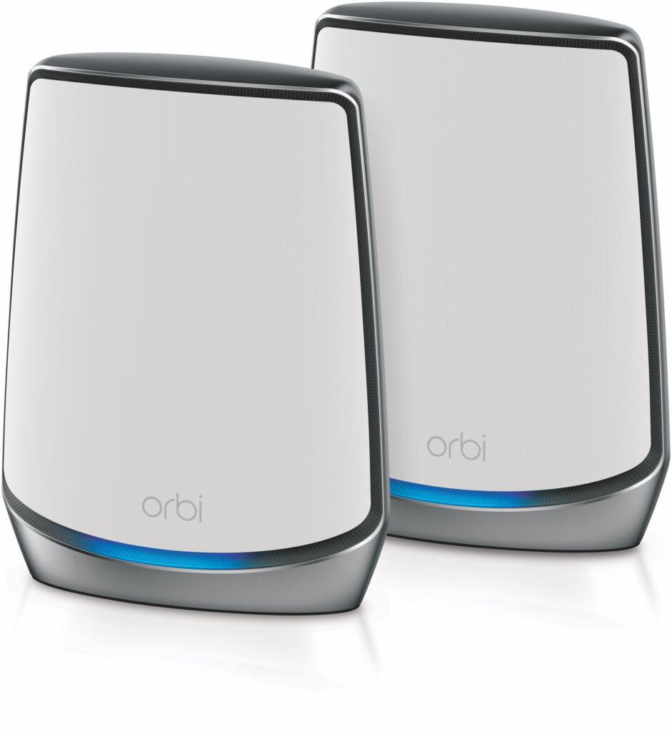 Netgear Orbi WiFi 6 Mesh System bestående av en router och en satellit kan leverera brutalt snabbt WiFi över två begränsade områden samtidigt som satelliten också försörjs via WiFi.