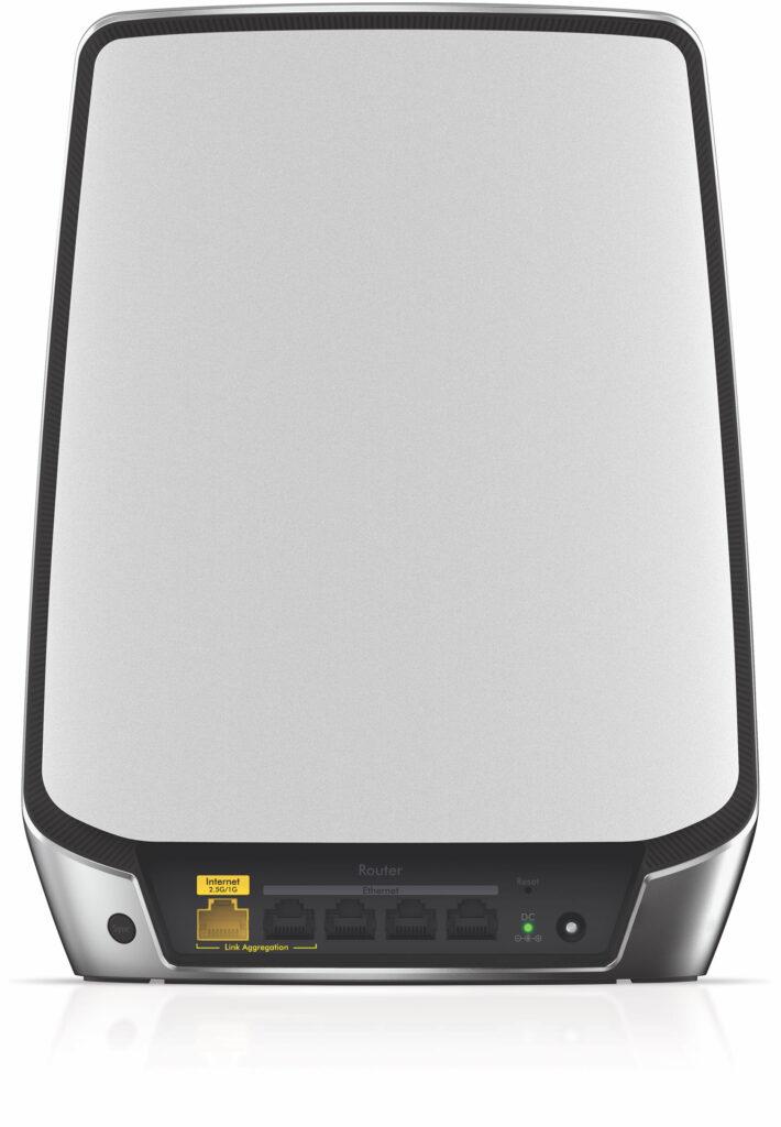 Orbi-routern bjuder även på Ethernet-anslutningar och det har även satelliten som därmed kan trådförsörja enheter via WiFi.