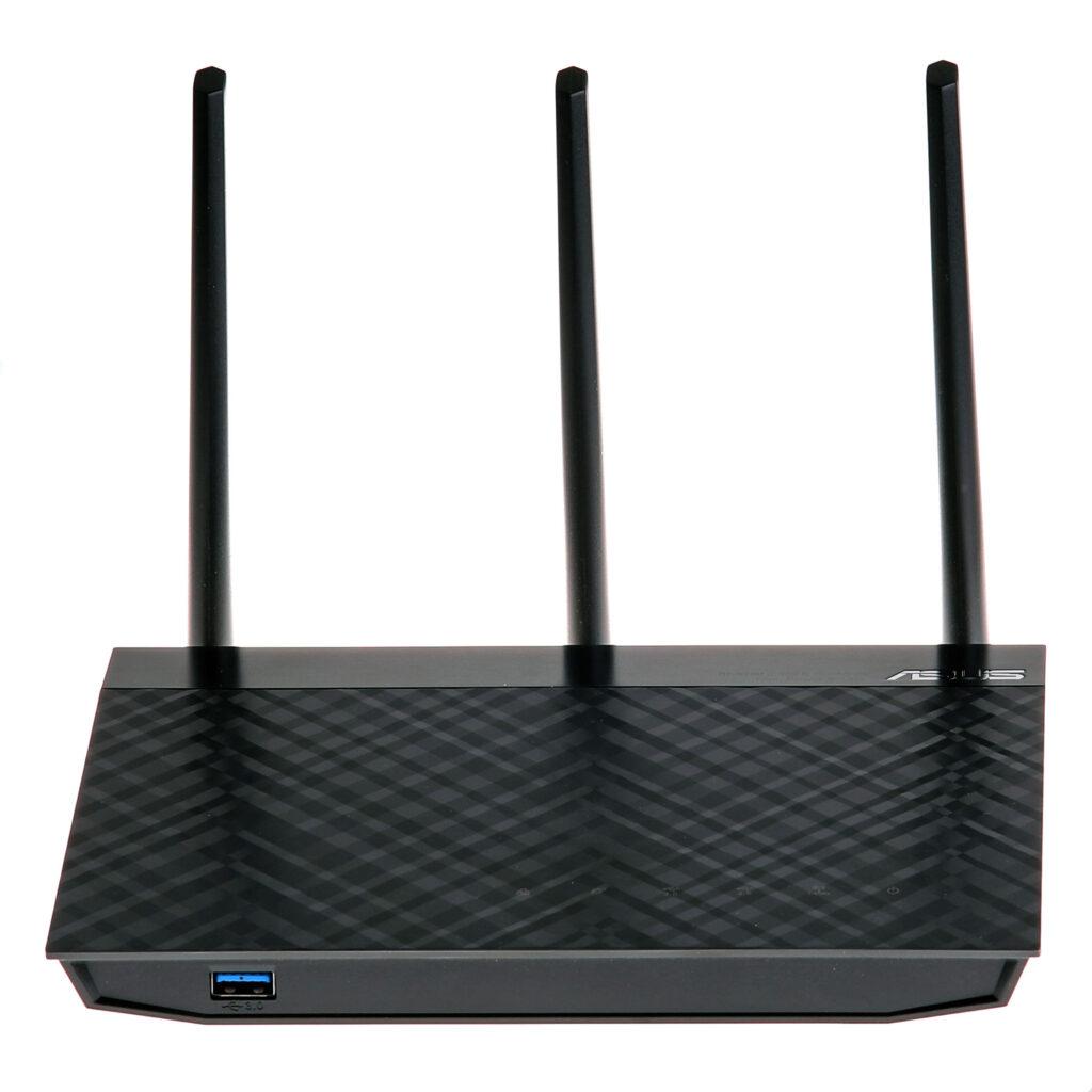 Vår referens i detta test – Asus RT-N18U – var en ganska avancerad och snabb WiFi-router på sin tid (2015) med en kapacitet på upp till 600 Mbit/s på 2,4 GHz-bandet och många smarta inbyggda funktioner som print- och filserver via USB och mer avancerad administration med möjlighet att välja om den skulle användas som router eller accesspunkt.