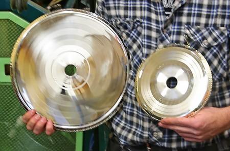 Så här ser pressmastrarna ut – 12-tum för LP-skivor och 7 tum för singlar.