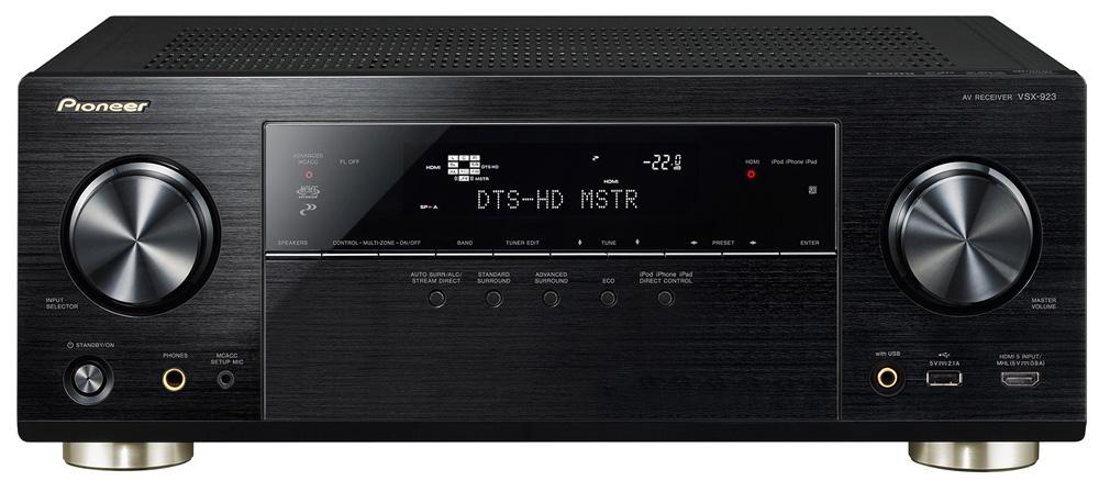 Displayen på bioförstärkaren berättar mycket. DTS-HD MSTR är ljudet som tas emot via hdmi och spelas upp i åtta högtalare.