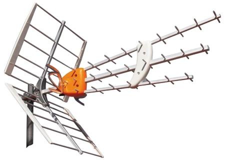 DVB-T2 Kapaciteten i marknätet har utökats med ett nytt sätt att sända och delvis utökad kapacitet. Sändningstekniken som används parallellt med den tidigare kallas DVB-T2 (Digital Video Broadcasting – Terrestrial). T2 är alltså andra generationen av den befintliga standarden DVB-T och gör det möjligt att sända 30 procent mer på samma kapacitet via befintliga sändare och antenner. Nackdelen är att det krävs nya mottagare som klarar att ta emot och visa de tevekanaler som sänds med DVB-T2-tekniken. Sedan övergången till digitalteve sker bara sändningar via UHF-bandet, men för att rymma fler hd-kanaler tar man nu till även VHF-bandet som tidigare användes för de analoga sändningarna. Sändningarna är inte lika över hela landet, men de flesta av oss kan få in ett flertal hd-kanaler via befintlig UHF-antenn. För att ta emot alla hd-kanaler krävs dock en VHF-antenn också, alltså samma typ av antenn som tidigare krävdes för att se på analoga TV1. Det finns även multiantenner som klarar både UHF och VHF, men om signalen är svag kan det krävas två separata antenner.