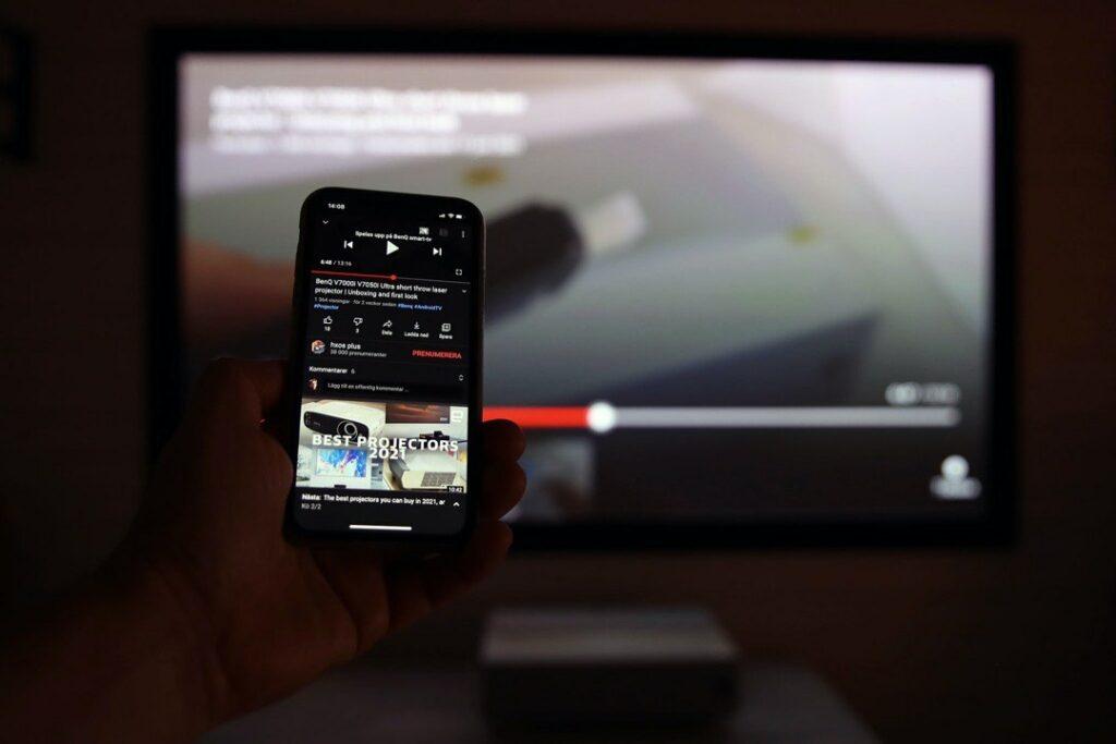 Benq:s Android-baserade mediespelardongel ger även projektorn Cromecast-funktioner och visst fungerar det bra med de appar och tjänster som har möjligheten.